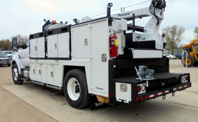 II078_2-ton_service_truck_with_removable_cabinets.jpg